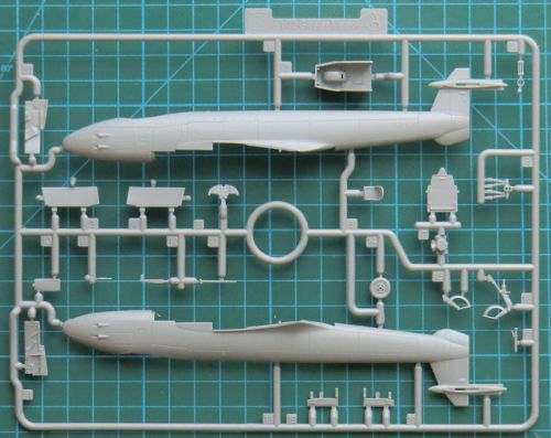 Gloster Meteor F.1 CYBER-HOBBY